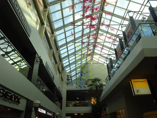 FoxTown Outlet: The outlet's transparent roofing!