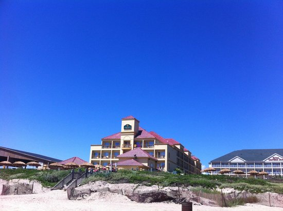 La Quinta Inn & Suites South Padre Island Beach: Hotel from the beach