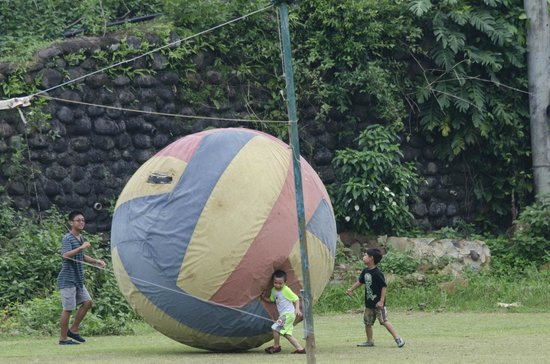 Caliraya Resort Club: earth ball