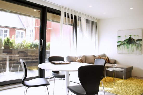 Reykjavik Harbour Apartments: Dining and living room in two bedroom apartment
