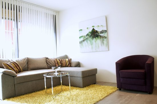 Reykjavik Harbour Apartments: Living room in two bedroom apartment
