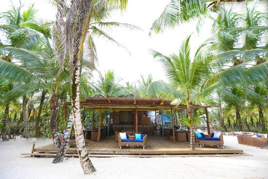 Azul Paradise: Beach Tiki Bar