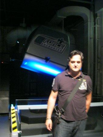 Intrepid Sea, Air & Space Museum: Antes de montar en el G-force (simulador de avión de combate)