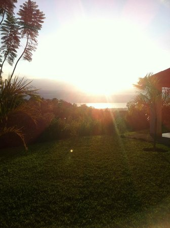 Goodlife Residence : Evening sunset view from my room.