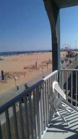 Ocean 1 Hotel and Suites: Daytime balcony view