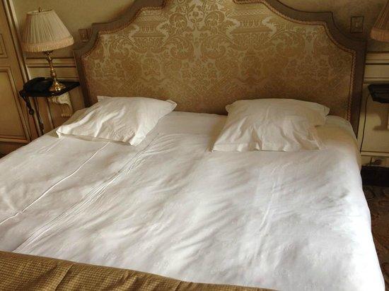 Château de Courcelles: Bett bei Ankunft