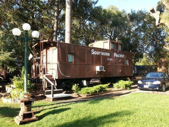 Featherbed Railroad Bed & Breakfast Resort: TropiCaboose on Jimmy Buffett Dr.