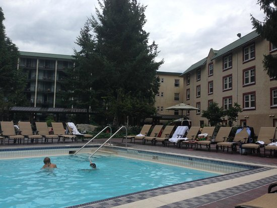 Harrison Hot Springs Resort & Spa: View of the lap pool and outside of hotel