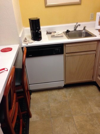 Residence Inn Phoenix Airport: Dishwasher and sink
