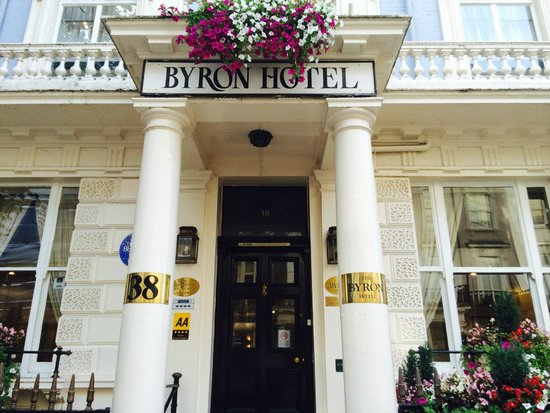 The Byron Hotel: Hotel entrance