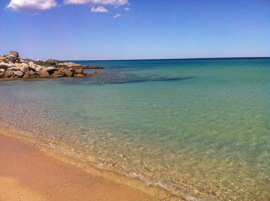 ألما ريزورت: Mare dell'Alma Resort (cala sinzias)