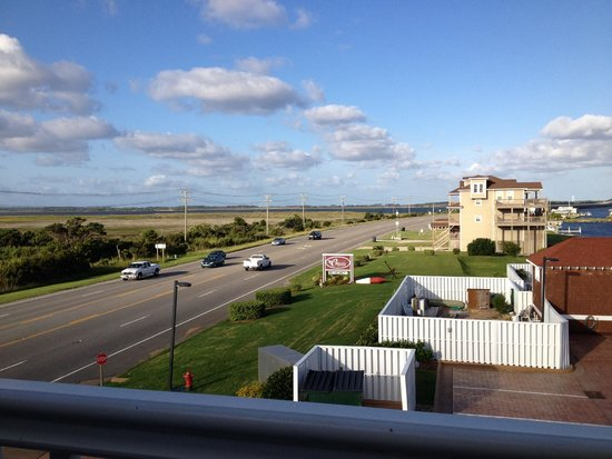 Oasis Suites Hotel: Highway view from room 302