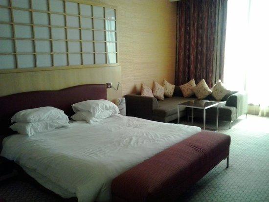 Radisson Blu Hotel, Doha: spacious bedroom