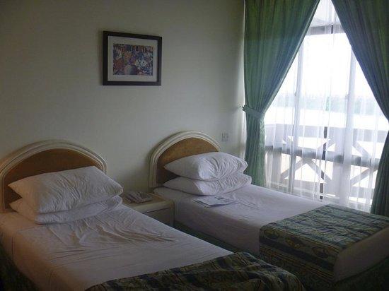 Mahkota Hotel Melaka: Bed Room!