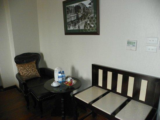 Hanoi Medallion Hotel: saloncito