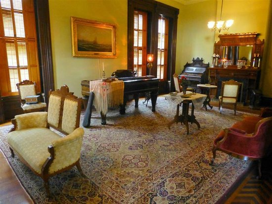 Flavel House Museum: Music/parlor room