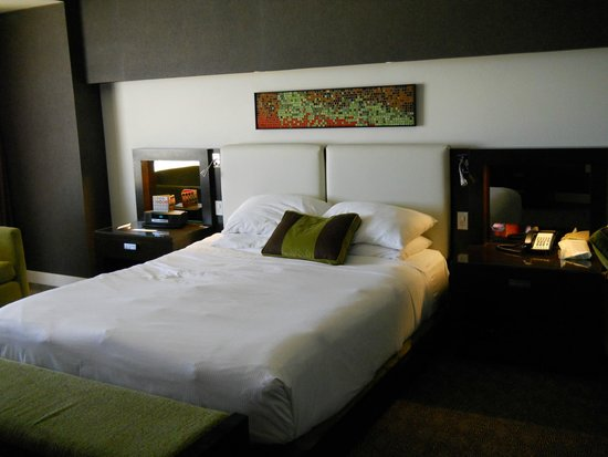 Red Rock Casino Resort & Spa : Comfortable king bed