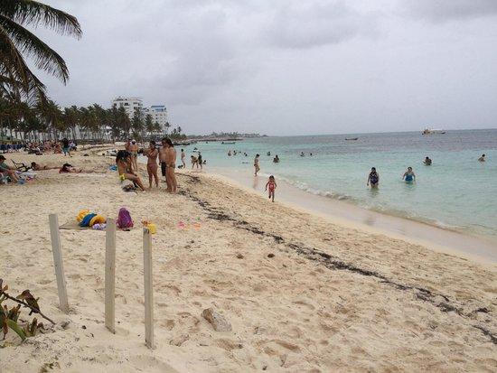 Hostal Mar y Mar: Playa cerca del Hostal