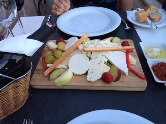 Peninsula Restaurant: Cheeseplate for 2 (or more!)