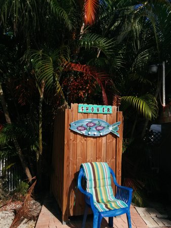 Anna Maria Motel & Resort Apartments: our shower