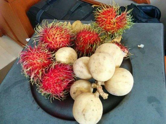 Dusit Thani Bangkok: The Welcome exotic fruit