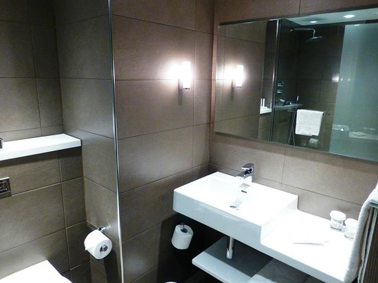 Crowne Plaza Manchester Airport: Nice bathroom