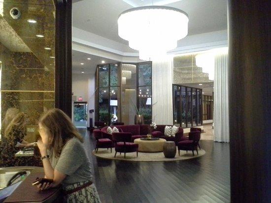 Avenue of the Arts Costa Mesa: lobby