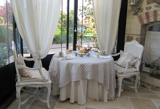 Le Manoir des Charmes : Breakfast for two