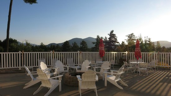 White Mountain Hotel and Resort: The view from the pool and fire pit