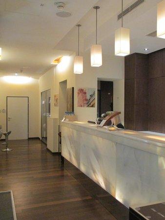Hotel Rathaus Wein & Design: Front desk