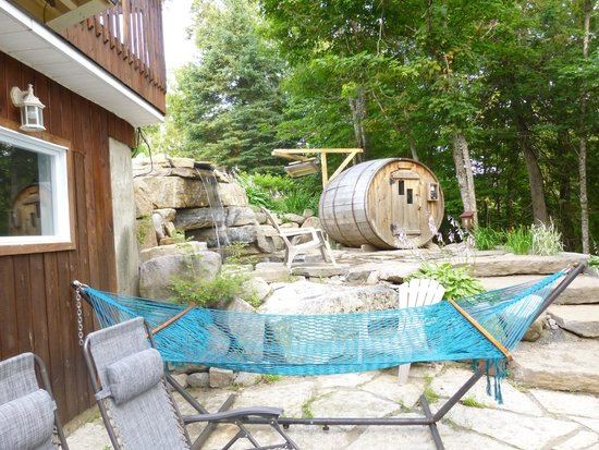 Auberge & Spa Beaux Reves : barrel sauna and cold waterfall