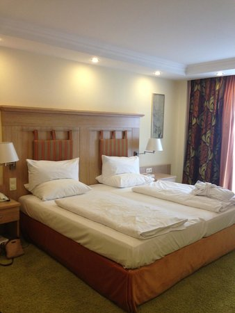 Maximilian Quellness- und Golfhotel: Bedroom.