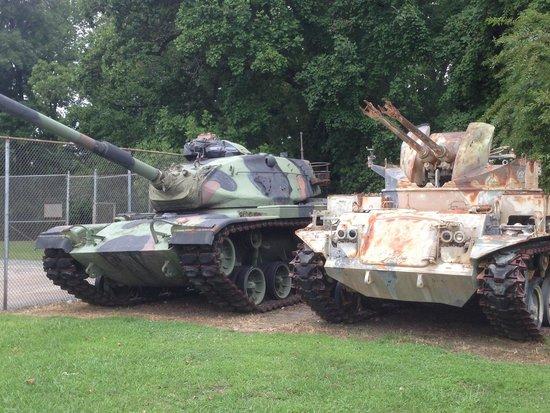 Virginia War Museum: Armor exhibit outside museum