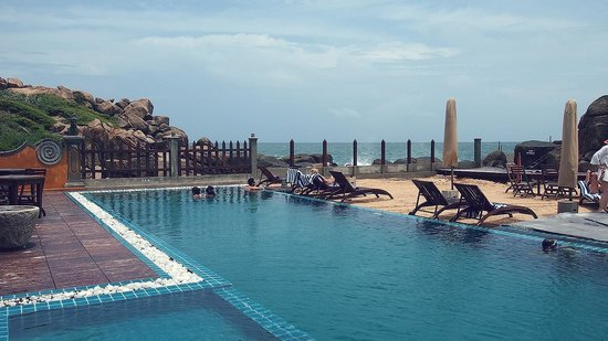 Thaproban Pavilion Resort and Spa: The pool