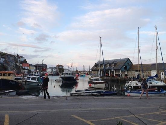 Wheel House Restaurant: view from the outside tables of Mevagissy habour