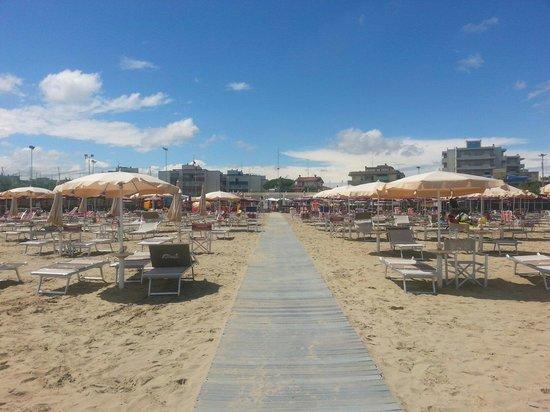 Lido Adriano, อิตาลี: La spiaggia dell'arcobaleno