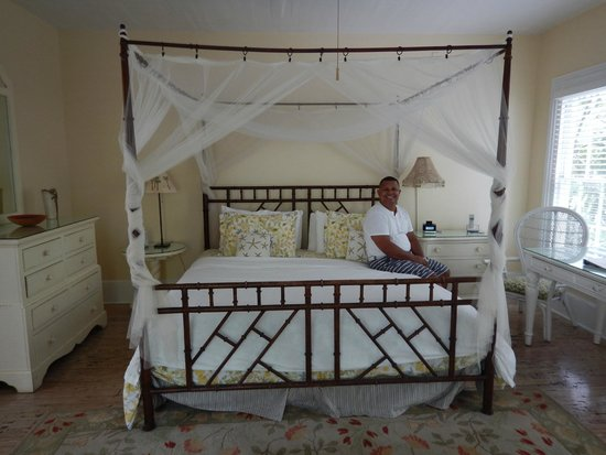 Ambrosia Key West Tropical Lodging: King bed in the Treetop Too room
