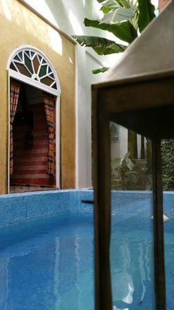Maison Arabo Andalouse: Pool n lobby