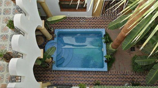 Maison Arabo Andalouse: Pool and lobby