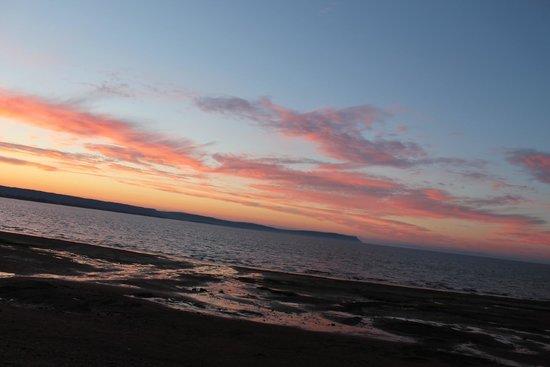 Beach Breeze Motel : beautiful sun set