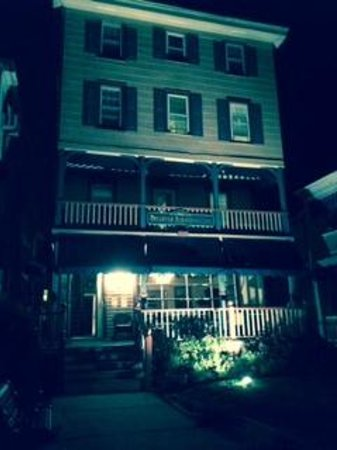 Bellevue Stratford Inn: Night