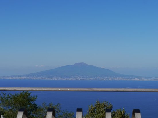 Hotel La Vue D'Or: View of Vesuvius from the hotel Terrace