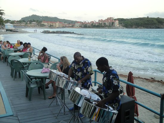 Belair Beach Hotel: Steel Drum Musician at the Monday night barbeque