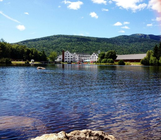 Golden Eagle Lodge: Boating on the Corcoran Pond; view of the Town Square
