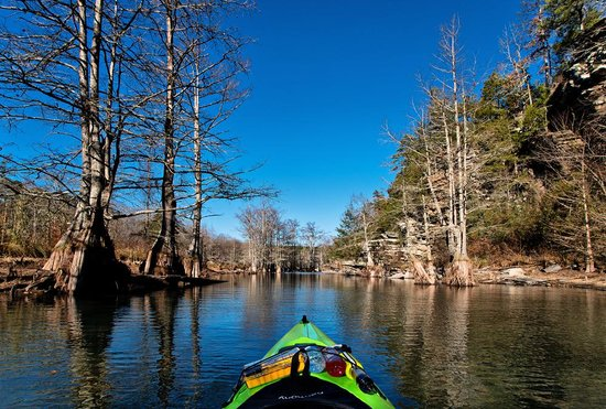 McCurtain County, โอคลาโฮมา: Kayaking on the Mountain Fork River