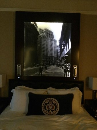 The Algonquin Hotel Times Square, Autograph Collection: bed