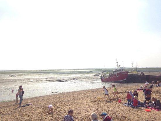 Old Leigh: Nice man made beach.