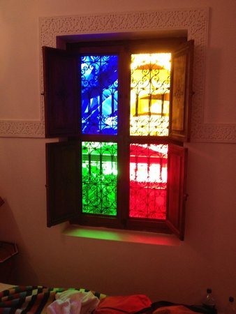 Riad Mehdia : cute idea for the window in the room