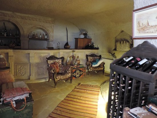 The Village Cave Hotel: Lobi