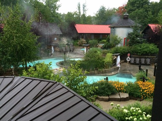 Scandinave Spa at Blue Mountain : Overlooking the pools